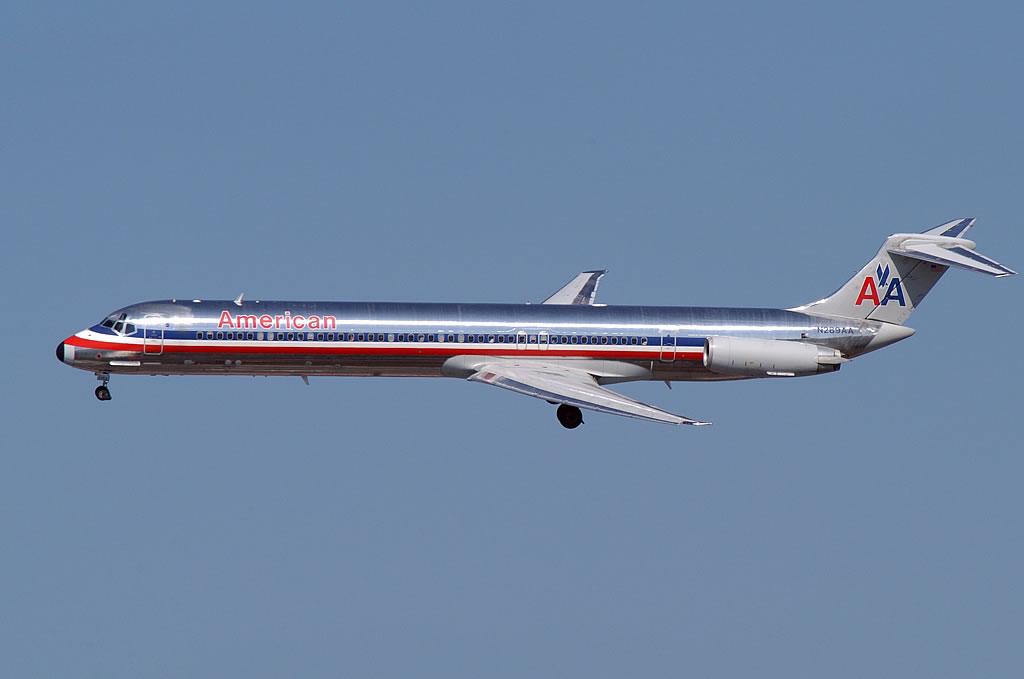 American Airlines / AA_MD-82_N289AA_LGA ...