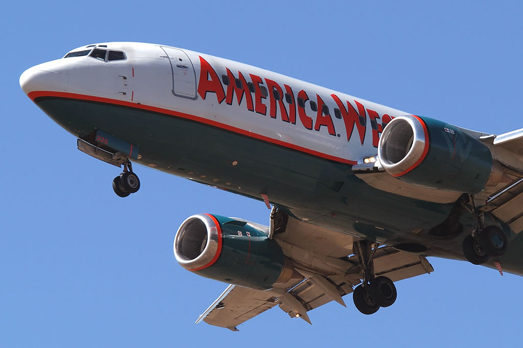 America West Airlines / HP_737-301_N325AW_DEN_20030927 ...